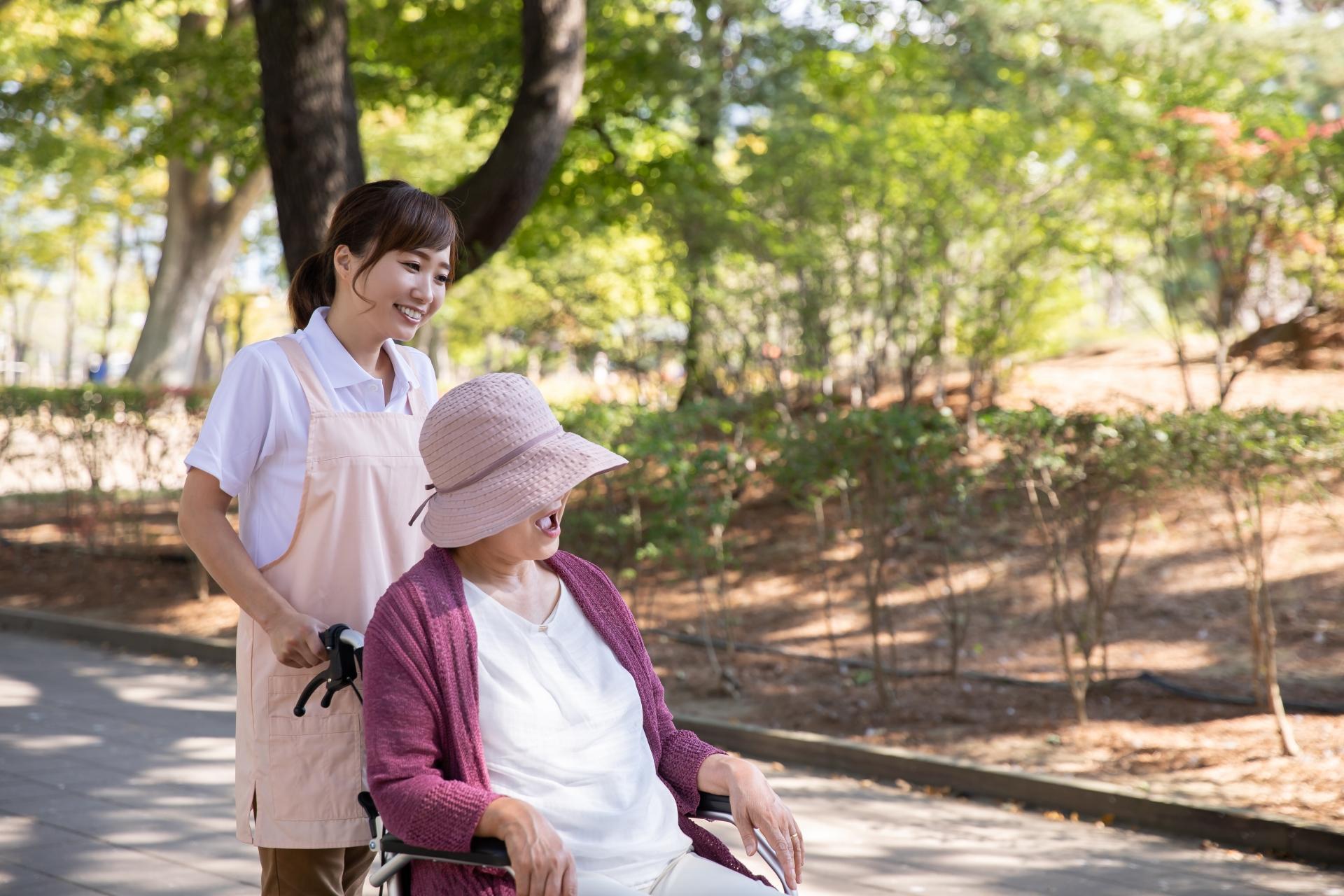 介護職員の『離職介護人材再就職準備金貸付制度』は、以下の5つの条件をすべて満たす方が対象となっています