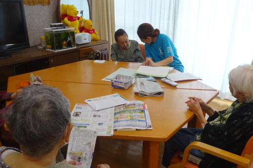 グループホームl平塚駅から無資格・未経験OKl介護職lマイカー通勤可l資格取得支援制度あり