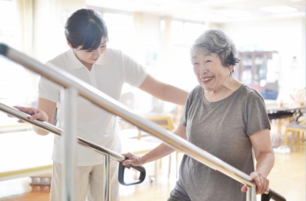 【有料老人ホーム】文京区:理学療法士の資格必須の機能訓練指導員