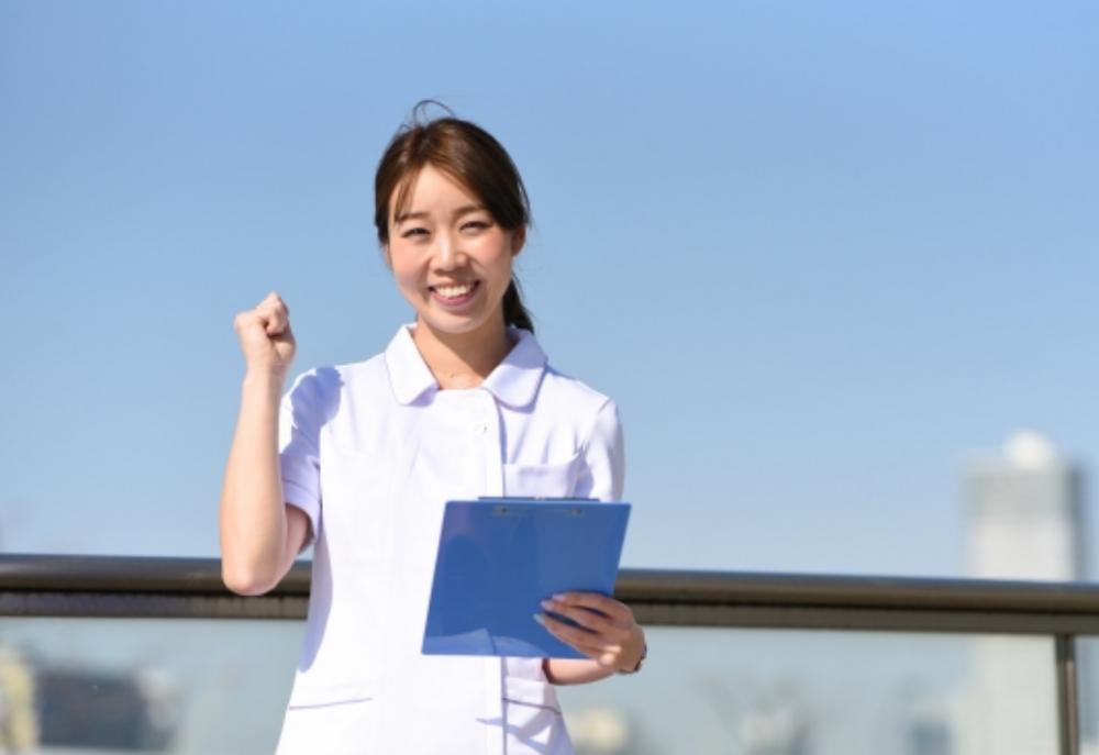 【有料老人ホーム】最寄駅から徒歩6分の駅チカlフルシフト常勤(正社員)l正看護師
