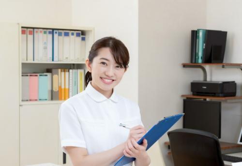 【有料老人ホーム】マイカー通勤OKlフルシフト常勤(正社員)l正看護師
